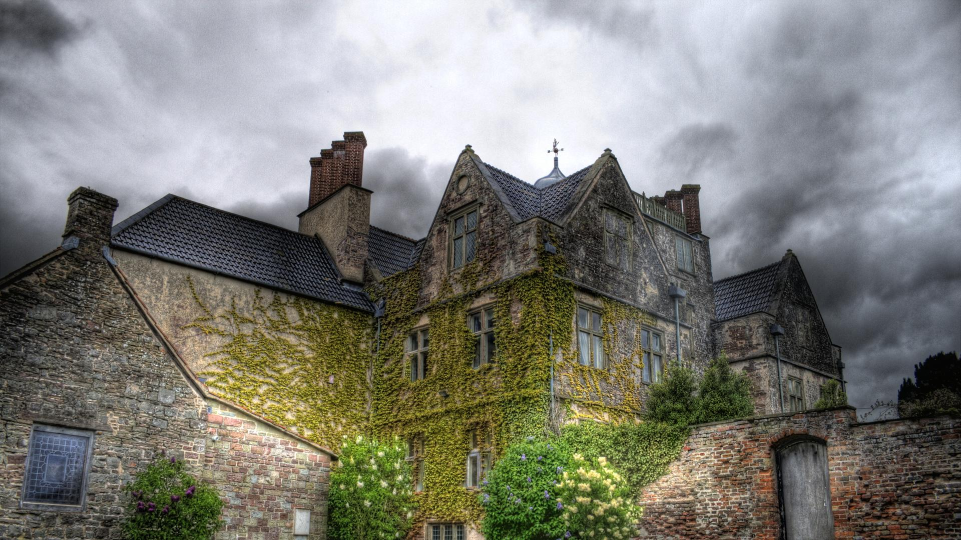lovely_english_manor_house_hdr-1569632